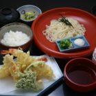 天ぷら御膳(1,700円税別)稲庭うどんは信州そばに変更できます。(+100円税別)