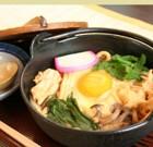 鍋焼きうどん ¥800 鮨平の時からお蕎麦もうどんも各種取り揃えて用意しております。