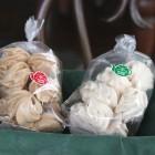 ムラング 1袋¥250 プレーン味といちご味があります。 口溶けの良いメレンゲのお菓子です。