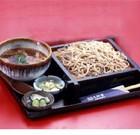 【鴨汁そば】¥1,350税別 当店人気のメニューです。鴨にもこだわり、くさみのない埼玉産鴨を使い、秘伝のタレと一緒に煮込んでいます。