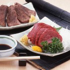 【信州特産霜降り馬刺し】100g ¥1,050税別(1本180g~250g) 信州国産馬刺し。旨味が強く大変美味しい馬刺しです。