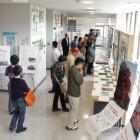 【展示】 2階の展示スペースでは、かわらんべの活動紹介、講座作品、自然や防災に関する展示を随時開催しています。