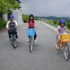 【貸自転車】 自転車で堤防を走るのは爽快。大人用から子供用まで様々なサイズの自転車を用意しています。無料で貸し出しますが、保険加入のためお名前・ご住所・お電話番号を受付の記録簿に記入ください。