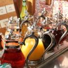 【ドリンクバー】フレッシュなジュースやコーヒー、ハーブティーなど、種類豊富に取り揃えております。お好きなドリンクをお選び下さい。