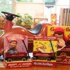RADIO FLYER販売店 アメリカでは誰もが知っているポピュラーなおもちゃです。店内には数多くの人気商品が置いてあり、販売もしております。お子様やお孫さんへのプレゼントにいかがですか?