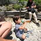 【ひと休み・ひと休み。。。】幼児でも水分補給しながら、ゆっくり登れば登れます。