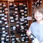 美味しいワイン あります 最近品質の向上が目覚しい信州の原産地呼称ワインをはじめ、お手ごろで美味しい輸入ワインを取り揃えています。ヴィンテージ物も掘り出し物もあります。一度足を運んでください。