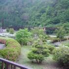客室からは遠山の四季を感じる景色が望めます。