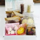 マドレーヌ、クッキーなど焼き菓子も各種取り揃えています。小麦粉は長野県産の小麦粉を使っています。