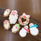 クリスマスにはサンタのアイシングクッキーと雪だるまやリースなどが登場します。