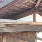 こけら葺 厚み3mmのこけら板を使用。銀閣寺と同じ総こけら葺きの屋根です。