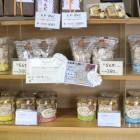 「らんか」ポルポローネスペインのお菓子、銘菓ポルポローネを当店風にアレンジしました。アーモンドプードルの香りが漂う、口溶けの良いお菓子です。「しあわせなお菓子」と呼ばれている当店一番人気のお菓子です。