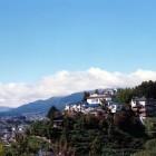 飯田城址の高台に建つ、味覚・眺望・天然温泉のお宿です。