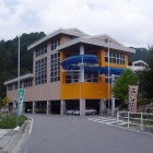 【ひまわりプール】70mのロングスライダーや25mの温水プール・子ども用プール・幼児用プールなどは家族で楽しめます。大人¥800・小人¥500