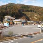 道の駅 信州平谷。広い駐車場がありますのでご休憩、ご入浴、お買い物と楽しんでいただけます。